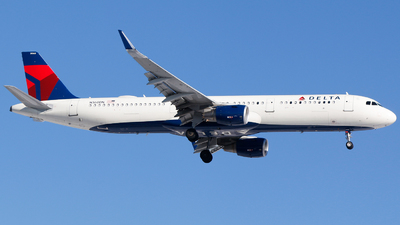 A picture of N360DN - Airbus A321211 - Delta Air Lines - © Alec Mollenhauer
