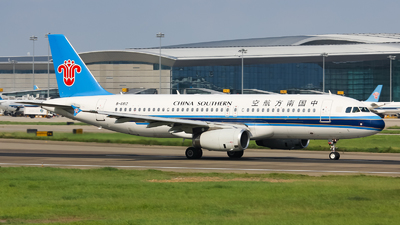 A picture of B6812 - Airbus A320232 - China Southern Airlines - © Lywings
