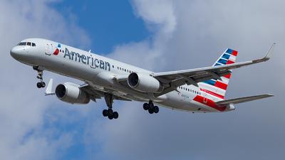 N937UW - Boeing 757-2B7 - American Airlines