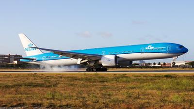 A picture of PHBVP - Boeing 777306(ER) - KLM - © Hensley Garcia