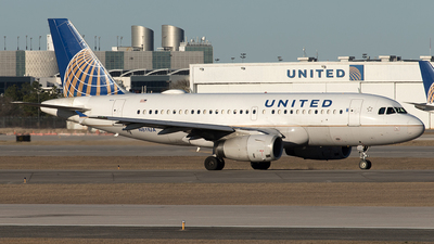 A picture of N811UA - Airbus A319131 - United Airlines - © Yixin Chen