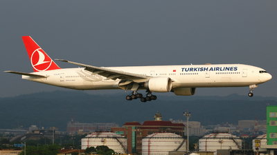 A picture of TCLJG - Boeing 7773F2(ER) - Turkish Airlines - © R-H Chen