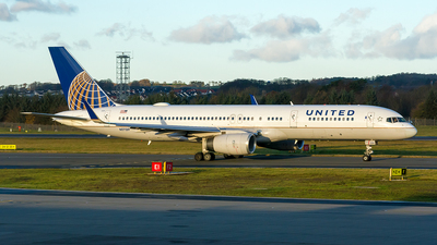 N17139 - Boeing 757-224 - United Airlines