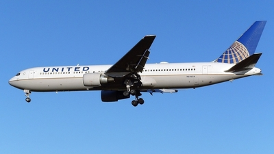 N646UA - Boeing 767-322(ER) - United Airlines