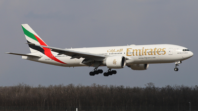 A6-EWF - Boeing 777-21HLR - Emirates