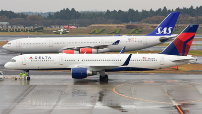 N822DX - Boeing 757-26D - Delta Air Lines