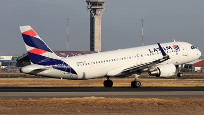 PR-TYR - Airbus A320-214 - LATAM Airlines