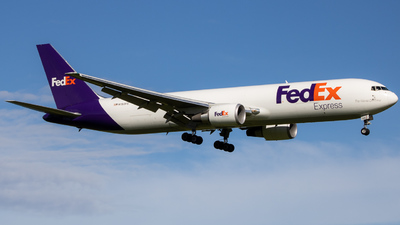 A picture of N153FE - Boeing 7673S2F(ER) - FedEx - © Giovanni Segarra Ortiz