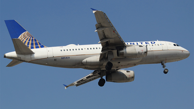 A picture of N854UA - Airbus A319131 - United Airlines - © Alejandro Aceves