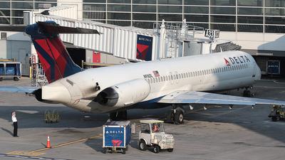 N916DL - McDonnell Douglas MD-88 - Delta Air Lines