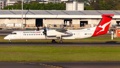 A picture of VHQOU - De Havilland Canada Dash 8400 - Qantas - © CATHAY246