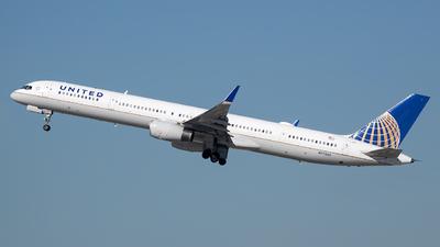 N77865 - Boeing 757-33N - United Airlines