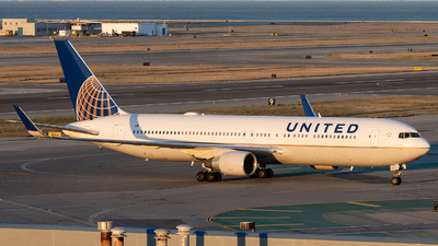 A picture of N643UA - Boeing 767322(ER) - United Airlines - © Leung Gordon