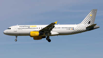 EC-MBD - Airbus A320-214 - Vueling Airlines