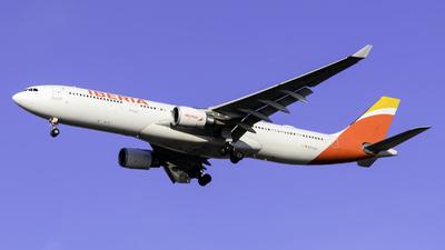 EC-LZJ - Airbus A330-302 - Iberia