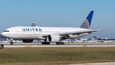 N78009 - Boeing 777-224(ER) - United Airlines