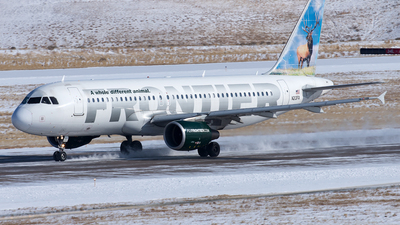 A picture of N213FR - Airbus A320214 - Frontier Airlines - © Yixin Chen