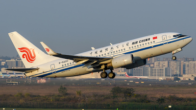 A picture of B5220 - Boeing 73779L - Air China - © Mr.Huang