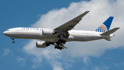 A picture of N777UA - Boeing 777222 - United Airlines - © Yan777