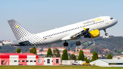 EC-MBK - Airbus A320-214 - Vueling