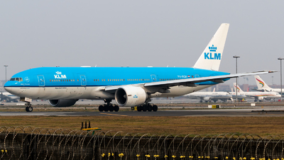 A picture of PHBQA - Boeing 777206(ER) - KLM - © HM Liu