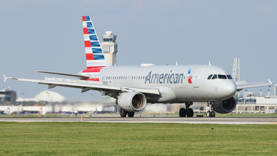 A picture of N128UW - Airbus A320214 - American Airlines - © Connor Cummings