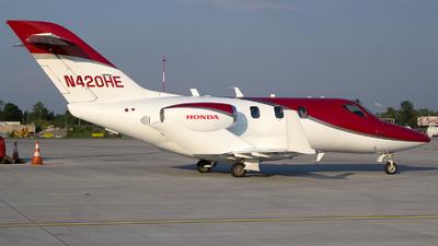 A picture of N420HE - Honda HA420 HondaJet - [42000016] - © Łukasz Stawiarz