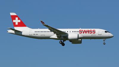 A picture of HBJCU - Airbus A220300 - Swiss - © Fabio Böckli