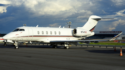 A picture of N741QS - Bombardier Challenger 350 - NetJets - © Agustin Anaya