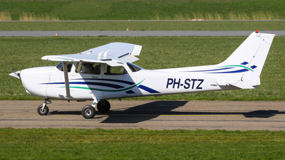 PH-STZ - Cessna 172R Skyhawk II - Private