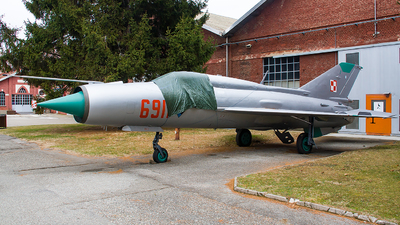 6911 - Mikoyan-Gurevich MiG-21PFM Fishbed - Poland - Air Force