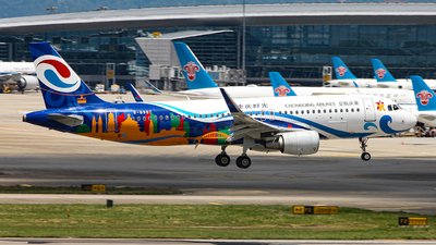 A picture of B8987 - Airbus A320214 - Chongqing Airlines - © Ken He