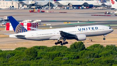 A picture of N775UA - Boeing 777222 - United Airlines - © Pablo Gonzalez de Leon