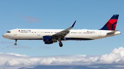 A picture of N385DZ - Airbus A321211 - Delta Air Lines - © Alexandre Fazan
