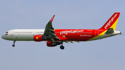A picture of VNA642 - Airbus A321211 - VietJet Air - © Quang Huy