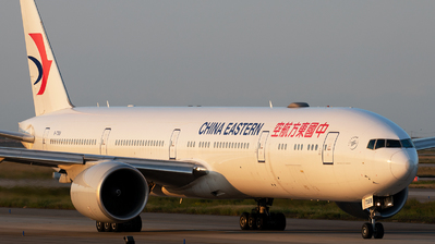 A picture of B7368 - Boeing 77739P(ER) - China Eastern Airlines - © Wang Jiasheng