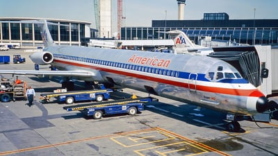 N585AA - McDonnell Douglas MD-82 - American Airlines
