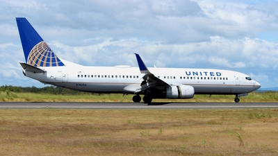 N76254 - Boeing 737-824 - United Airlines