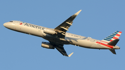 A picture of N900UW - Airbus A321231 - American Airlines - © Siddarth Bhandary