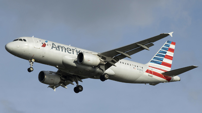 N124US - Airbus A320-214 - American Airlines