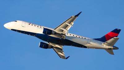 A picture of N631CZ - Embraer E175LR - [17000239] - © Eric Esots