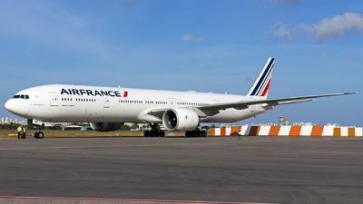 F-GZNB - Boeing 777-328ER - Air France