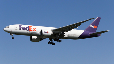 A picture of N890FD - Boeing 777FS2 - FedEx - © ceci wong