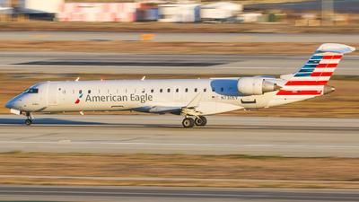 A picture of N730EV - Mitsubishi CRJ701ER - American Airlines - © KenKen Huang