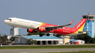 A picture of VNA677 - Airbus A321211 - VietJet Air - © photogiap