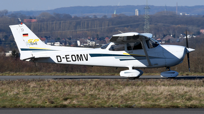 D-EOMV - Cessna 172S Skyhawk SP - Private