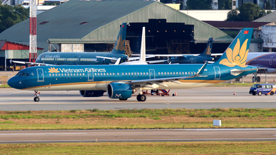 A picture of VNA618 - Airbus A321272N - Vietnam Airlines - © Huy Do