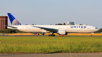 N2644U - Boeing 777-322ER - United Airlines
