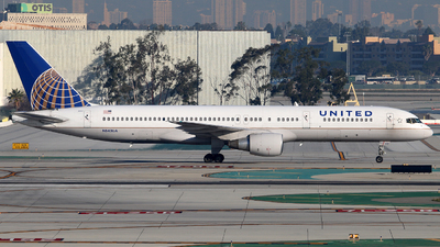 A picture of N543UA - Boeing 757222 - [25698] - © Brock L