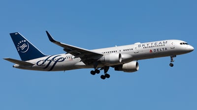 A picture of N705TW - Boeing 757231 - Delta Air Lines - © HAOFENG YU